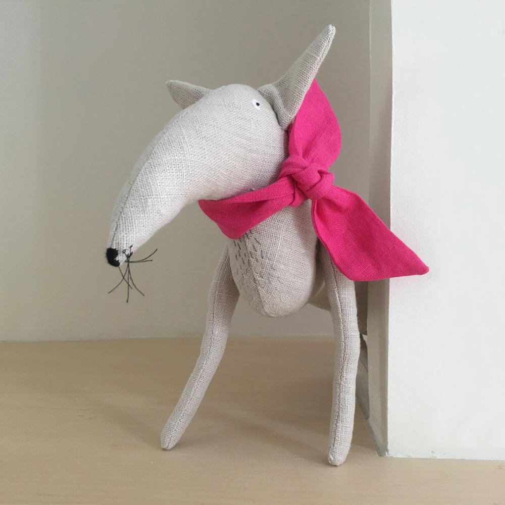 Adatine - Loup blanc à noeud rose