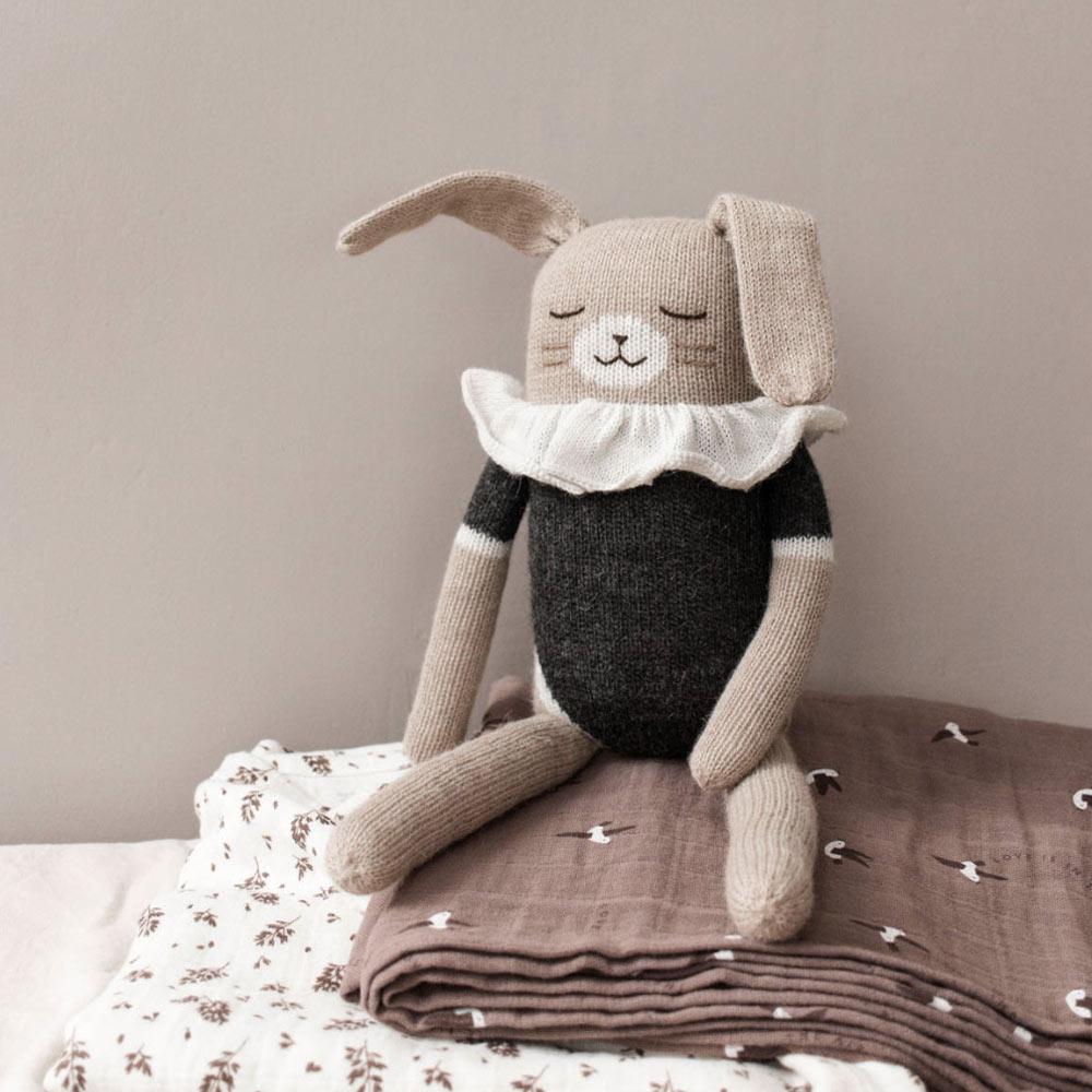main-sauvage grand doudou lapin noir