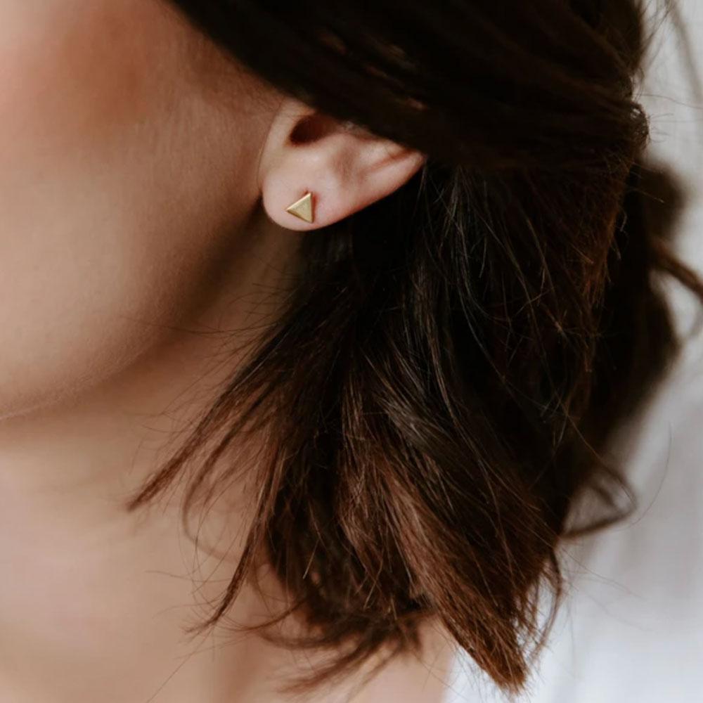 boucle d'oreilles petit triangle doré - grizzly chéri
